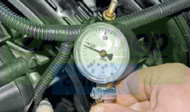 Проверяем давление в топливной магистрали