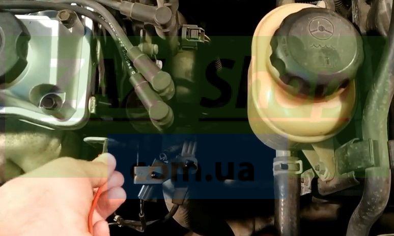Подключаем щуп массы мультиметра к кронштейну